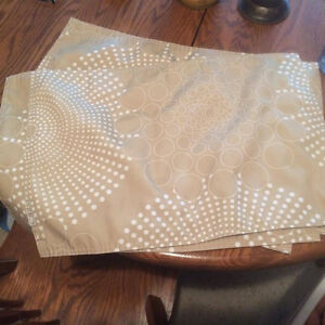 set of 4 cloth placemats. Perfect condition