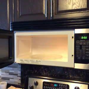 Microwave Oven Over the Range Danby Great condition Windsor Region Ontario image 4