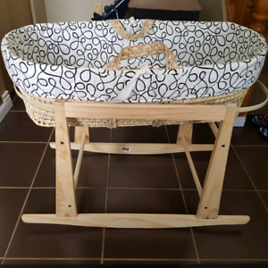 Bassinet with stand