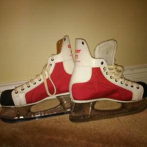 Rare Daoust size 8 red skates with Clear Tuuk blade holders
