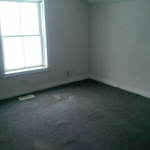 LARGE ROOM FOR RENT $500