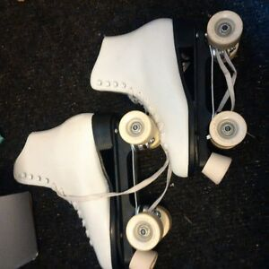 Women's Dominion rollerskates with box - size 9