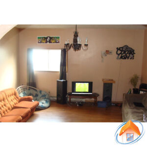 South End 4 Bedroom Flat, 2 Full Baths and Parking-Sept 1