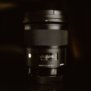 Sigma Canon 50 1.4 ART series lens with hood in amazing shape
