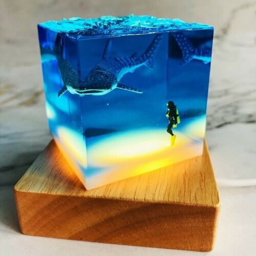 Creative Handicrafts New Resin Gifts Ocean Whale Sharks Divers Light Decoration