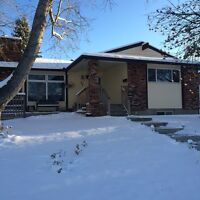 Clean, Updated 3 Bdrm  Bungalow in Thornwood NW