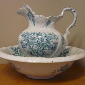 Pichet & bol à eau en semi-porcelaine style victorien