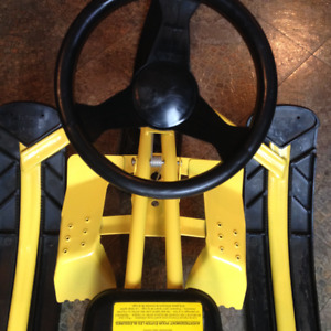 Snow Racer Sled – EXCELLENT condition / Luge rapide