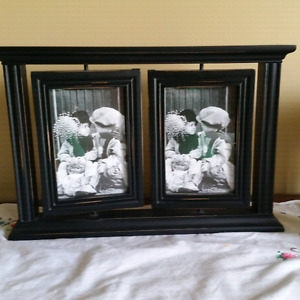Swivel dual picture frame