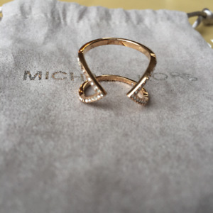 Bague MICHAEL KORS Arrow Pave Ring