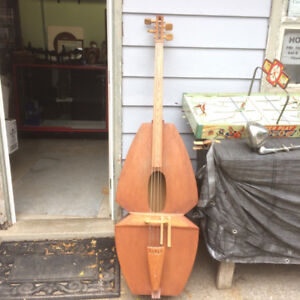 #greenspotantiques funky home made stand up bass, PLAYS well. vi