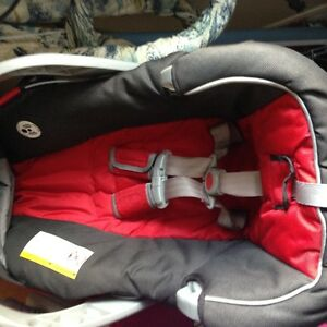 Graco infant car seat and base and accessories