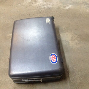 Luggage American Tourister Hard Case with combination lock. West Island Greater Montréal image 2