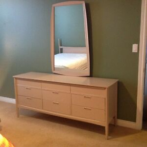 Queen Size 8-Piece Bedroom Set