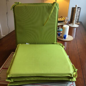 Set of 4 flat green pillows for chairs