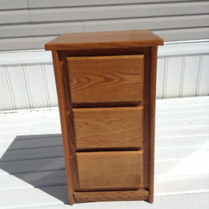 Oak 3 drawer night stand/table