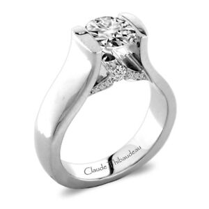 Beutiful diamond solitaire appraised at 9000 dollars