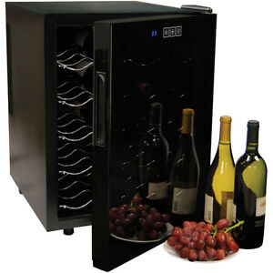 Koolatron 20 bottle Wine cooler / Mini fridge/ Wine cellar/