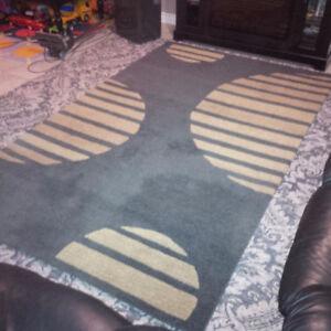 Area rug / carpet 5x8 wool