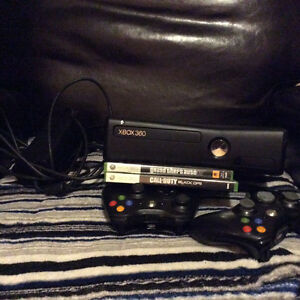 xbox 360, 4g, 2 controllers, .2 games GTA IV, call of duty