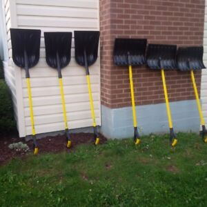 BRAND NEW PLASTIC SNOW SHOVELS-LARGE CAPACITY AND PUSH TYPE