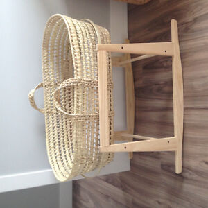 Moses bassinet with rocker stand