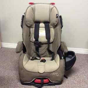 stroller carrier carseat deals locally in kingston area baby items kijiji classifieds. Black Bedroom Furniture Sets. Home Design Ideas