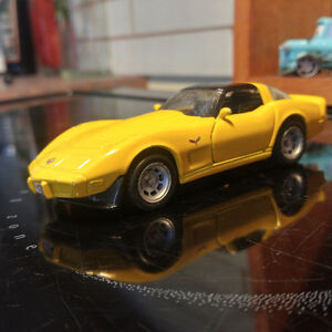 1/39 Maisto 1978 Corvette Yellow T-Top Coupe with opening Doors