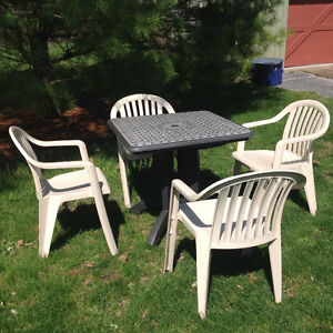 Cafe/patio table and chairs