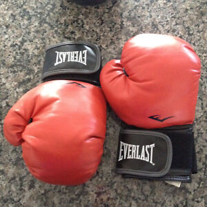 1 pair EVERLAST boxing & 1 pair EVERLAST evergel striking gloves