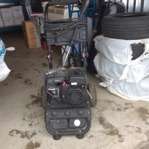 Pulvérisateur à pression à essence