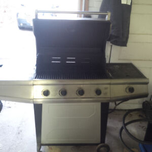 5 year old BBQ FOR SALE with Propane Tank Kitchener / Waterloo Kitchener Area image 2