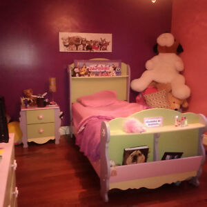 Set de chambre de fille Ashley 7 mcs ( rose- mauve-vert pastel )