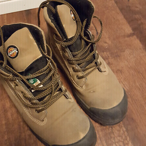 Safety approved work boots Size 8 Mens
