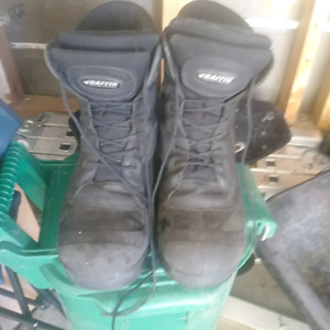 Mens steel toed work boots. Size 11