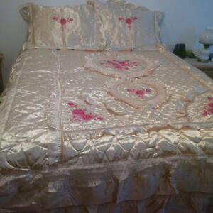 Beautiful Satin Bed spread and Pillowcases
