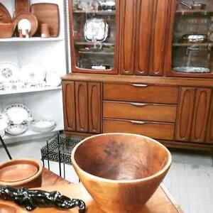 Canada's largest antique mall 600 booths to explore  London Ontario image 4