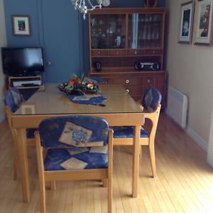 Table de cuisine en frêne avec 4 chaises