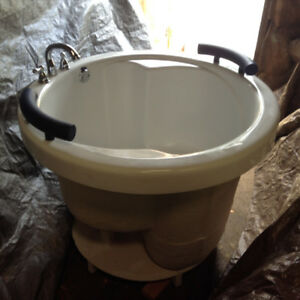 Neptune Soaker Tub