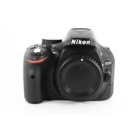 Nikon D5200 BODY MINT CONDITION