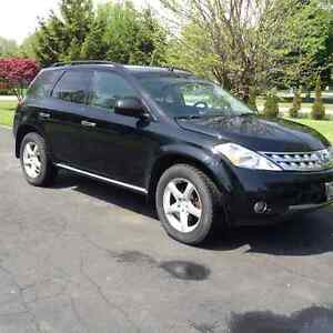 2007 Nissan Murano SUV with moon roof, back up camera,fog lights