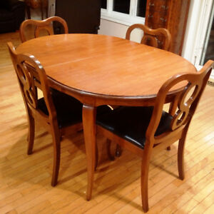 Chantilly Gibbard Dining Table 38x78 6 Chairs 2 Extensions
