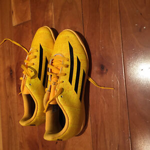Adidas youth size 3 indoor soccer shoes