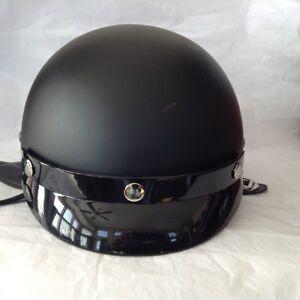 Casques(2) de moto de couleur noir mat...À bas prix!