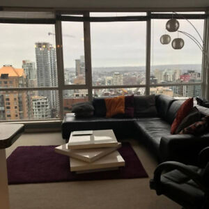 Available NOW - Downtown Furnished Sub-Penthouse 1bdr+den