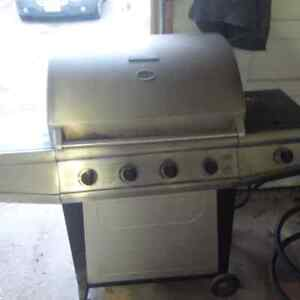 5 year old BBQ FOR SALE with Propane Tank Kitchener / Waterloo Kitchener Area image 1