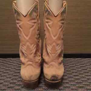 GUESS Suede Cowboy Boots, US Size 8.5, GREAT Condition Edmonton Edmonton Area image 4