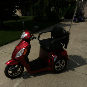 GEO Mobility scooter bought in 2016, 20 km on it London Ontario image 1