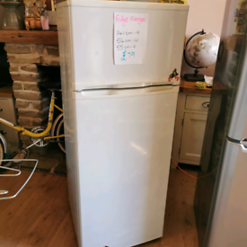 🍇Medium🥕 fridge freezer❤️ free local delivery🍓