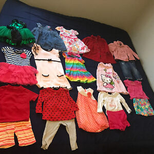 30 pieces of baby girl outfit and dresses all in excellent condi